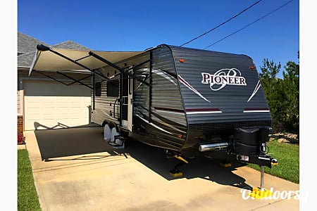 2017 Pioneer Travel Trailer  Gulf Breeze, Florida