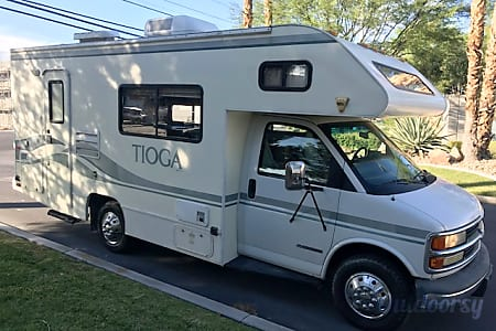 0CHEVY 24FT CLASS C RV SLEEPS 6 DRIVES LIKE A CAR NICK NAME (PAULA)  Las Vegas, NV