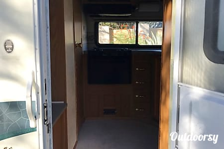 CHEVY 24FT CLASS C RV SLEEPS 6 DRIVES LIKE A CAR NICK NAME (PAULA)  Las Vegas, Nevada