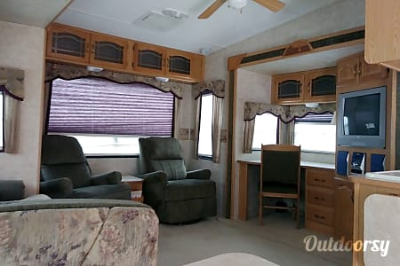 La Casita - 2006 Montana Mountaineer by Keystone  Aurora, Colorado