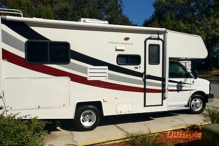 2008 Coachmen Freelander * only 43000 miles * like new  Largo, Florida