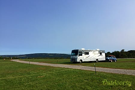 2010 Winnebago Sightseer  West Boylston, Massachusetts