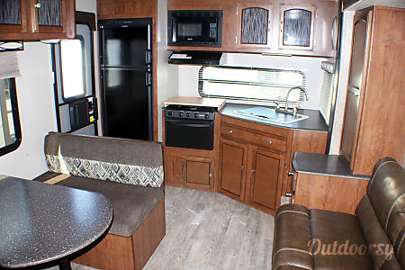 02018 Coachmen Freedom Express 246RKS  Buda, TX