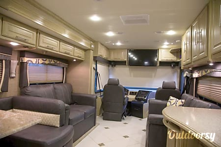 2014 Coachmen Diesel Pusher 385DS  Lahaina, Hawaii