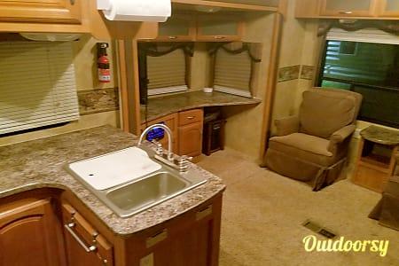 02009 Keystone Cougar  Auburn, MI
