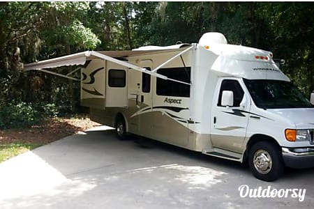 2008 Winnebago Aspect  Sarasota, Florida