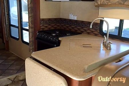 CG8722 2014 Thor Motor Coach Chateau  Riverside, MO