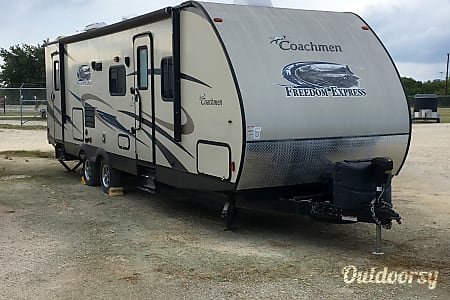 02015 Coachmen Freedom Express 282 BHDS  San Antonio, TX