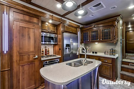 I will Deliver!! 2018  43' Bighorn 5th wheel -  Leander, Texas