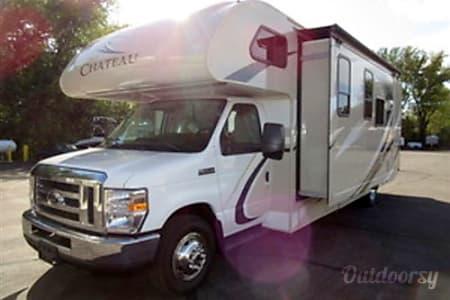 02018 Thor Motor Coach Chateau 28Z(3)  Spokane Valley, WA