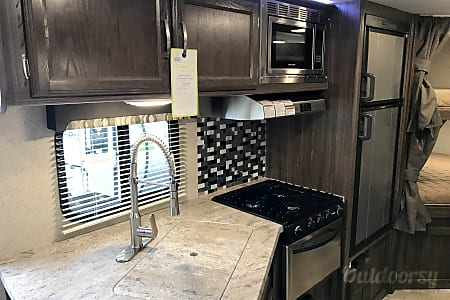 RV 02: Coachmen Apex 245BHS  Herndon, VA