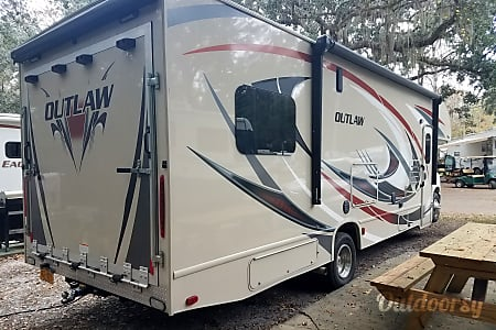 2017 Thor Motor Coach Outlaw  Jacksonville, North Carolina