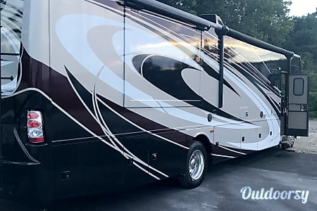 2017 Thor Motor Coach Challenger  Wilmington, North Carolina