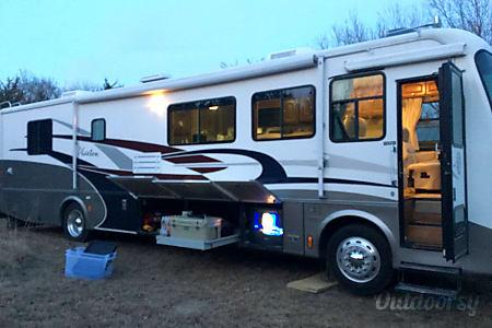 02003 Tiffin Motorhomes Phaeton  Wamego, Kansas