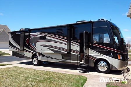 02014 Thor Motor Coach Challenger  Brownstown Charter Township, Michigan