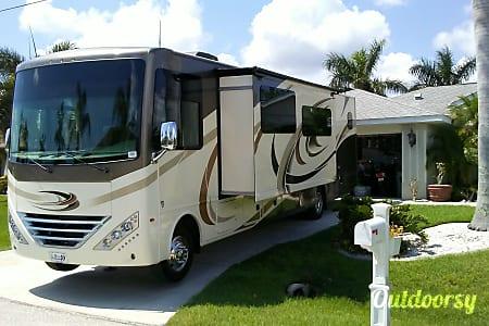 02017 Thor Motor Coach Hurricane  Port Charlotte, Florida