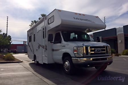 0FORD 25 FT CLASS C RV DRIVES LIKE A  CAR SLEEPS 6 NICKNAME (WINNIE)  Las Vegas, NV