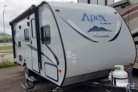 02017 Coachmen Apex  Kileen, Texas