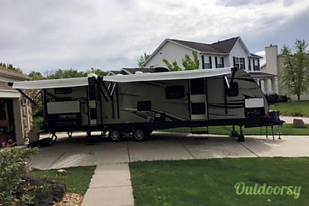 02014 Keystone Passport Ultra Light 32' Bunk House  Carmel, IN