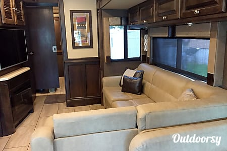 0BLUE MOON II - 2016 Tiffin Motorhomes Allegro Open Road  Kansas City, Missouri