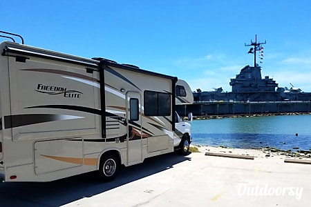 02016 THOR Freedom Elite 26FE Sleeps 7 persons  Buda, Texas