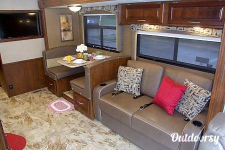 02017 Coachmen Mirada  Ocoee, FL