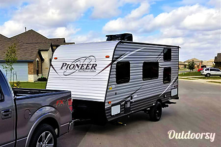017FT Pioneer Travel Trailer w/ Bunk Beds (Sleeps 5) and External Generator  Buda, Texas