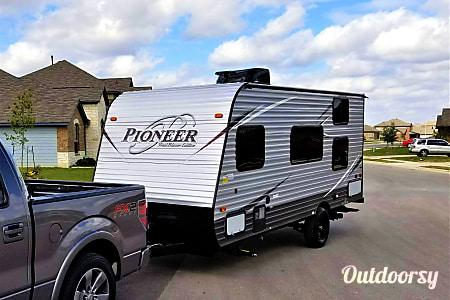 017FT Pioneer Travel Trailer w/ Bunk Beds (Sleeps 5) and External Generator  Buda, Texas