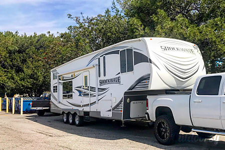 02012 Forest River Shockwave 32 lx  Gardena, CA