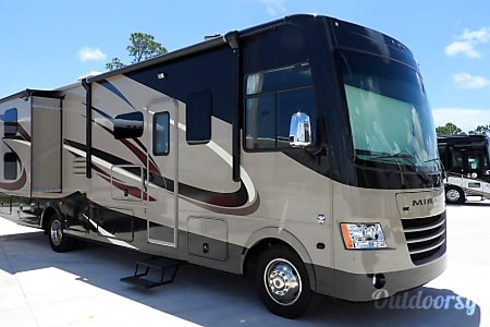 02019 Coachmen Mirada 34BH  Palm Bay, FL