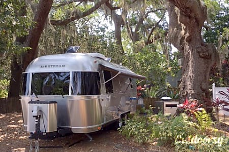 02016 Airstream International  Saint Petersburg, FL