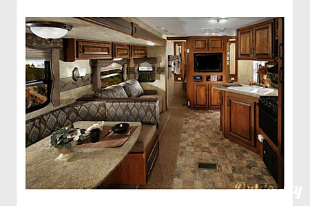 02013 35ft Keystone Laredo Luxury - Free Delivery to FT Wilderness  Clermont, FL