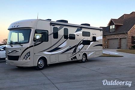 02018 Thor Motor Coach A.C.E 30.2 Bunkhouse  Burleson, TX