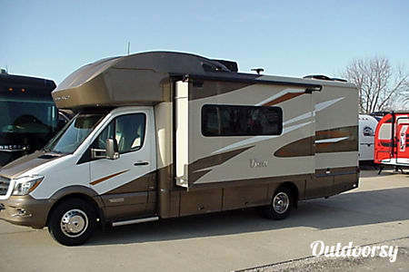 02017 Mercedes Winnebago 24j  Whittier, CA