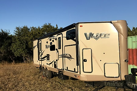02017 Forest River V-Lite  Lakehills, Texas