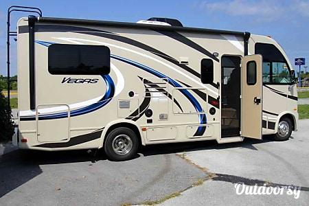 02015 Thor Motor Coach Vegas  Davidson, NC