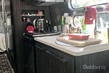 02017 Airstream International Penelope wonder  Chatsworth, CA
