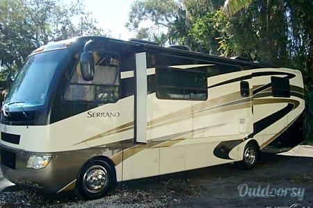 02010 Thor Motor Coach Serrano  Pompano Beach, FL