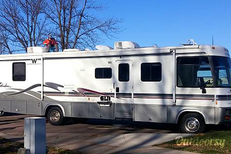 01999 Winnebago Adventurer  Eden Prairie, MN