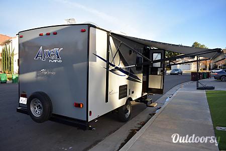 02018 Coachmen Apex Bunkhouse  Murrieta, CA