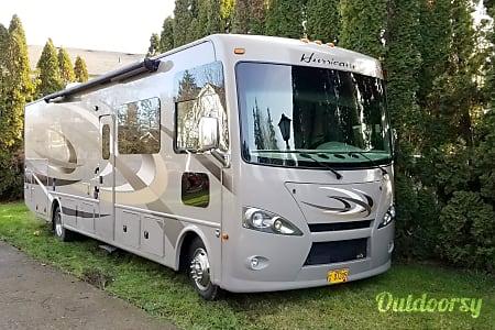 02016 Thor Motor Coach Hurricane  Newberg, OR