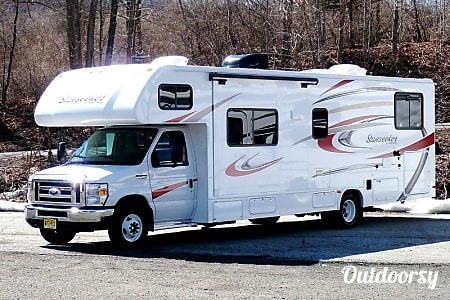 02017 Forest River Sunseeker - Queen bed AND Bunks!!  Sleeps EIGHT!  Laurys Station, PA