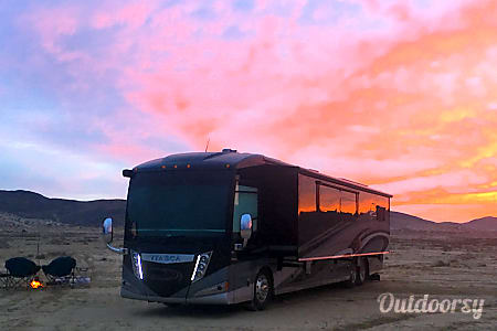 02017 Winnebago Itasca Ellipse 42QD  Los Angeles, CA