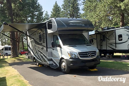 02017 Forest River Sunseeker Mercedes Benz Diesel  Beaverton, OR