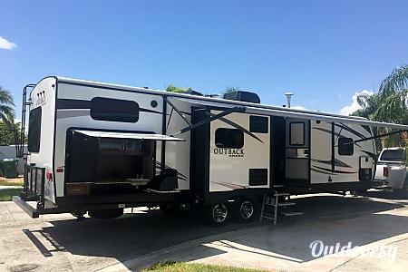 02017 Keystone Outback  Miami, FL