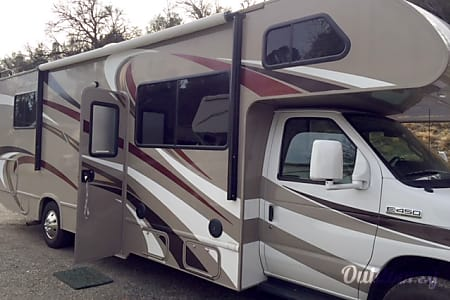 02016 Thor Motor Coach Four Winds  Oakhurst, CA
