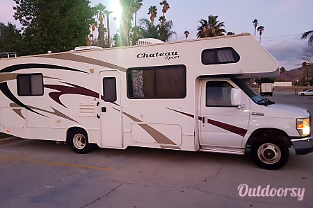 02008 Forest River Chateau Sport- sleeps 6-8 - Thanks for sponsoring our little race team!  Riverside, CA