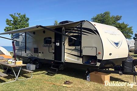 02017 Keystone Outback Ultra Lite  Fraser, MI