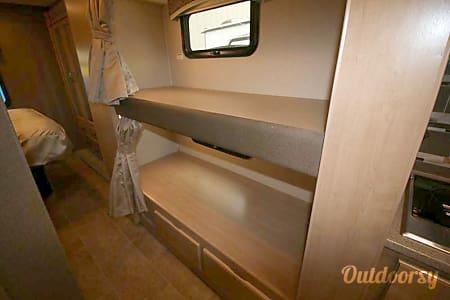 02018 Thor Motor Coach Chateau 31E  Oakwood, OH