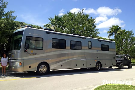 0Spring Break Special  2006 Fleetwood Bounder 38N -  Orlando, FL